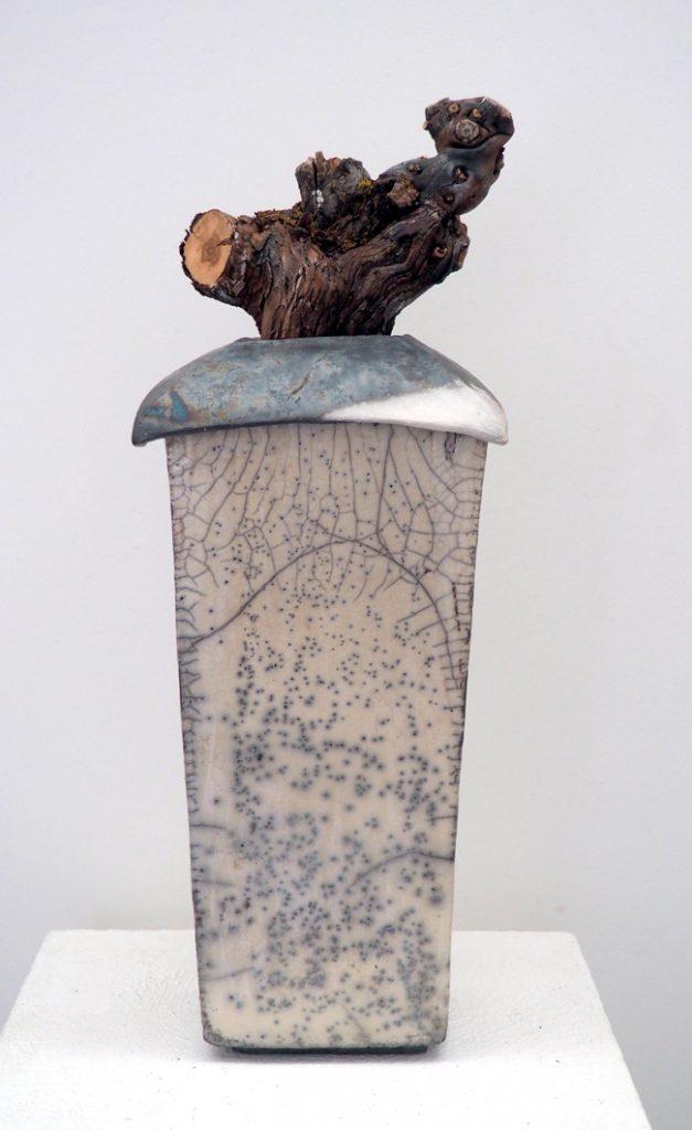 Urne/ Gefäss mit Holz-Fundstück
